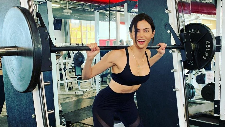 Jenna-Dewan-working-out-weight